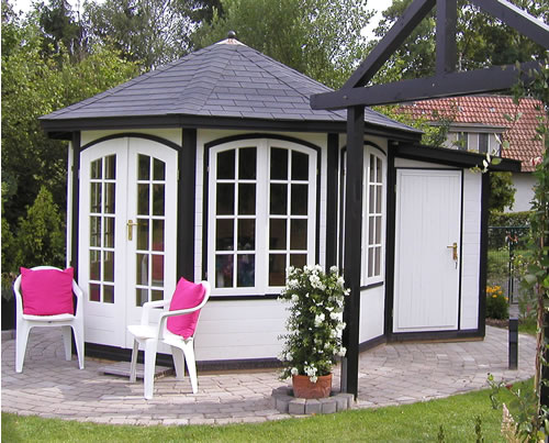 Octagonal summerhouse with an additional shed